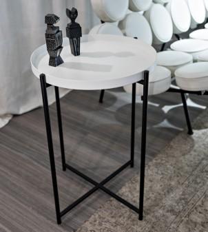 Tavolino con vassoio in legno rotondo