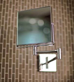 Specchio ingranditore con braccio estensibile