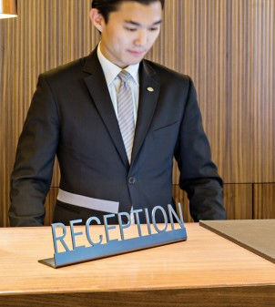 Targa da banco con scritta reception