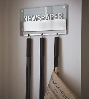 Portariviste da muro in vetro con tre stecche porta giornali incluse