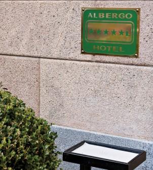 Targa di classificazione alberghiera per la Lombardia
