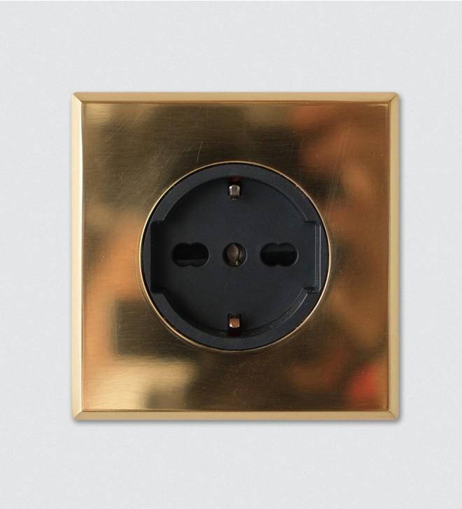 Placca con presa elettrica