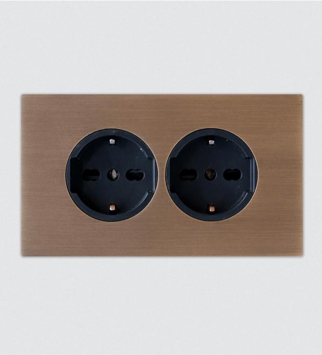Placca con prese elettriche