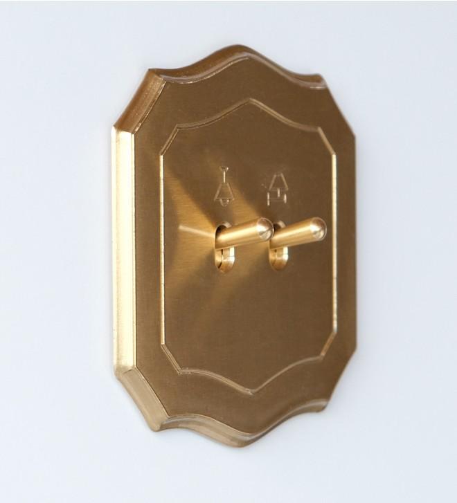 Placca elettrica forma barocca con levetta
