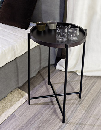 Tavolino con vassoio